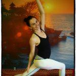 gedraaide krijger yoga houding