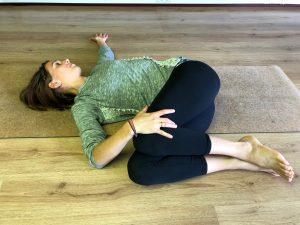 jathara parivartanasana yoga houding